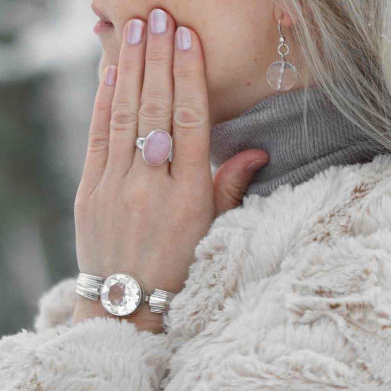 hopearannekoru_vuorikristallista