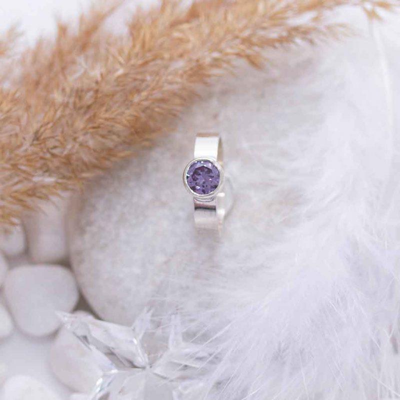 violetti_kivisormus